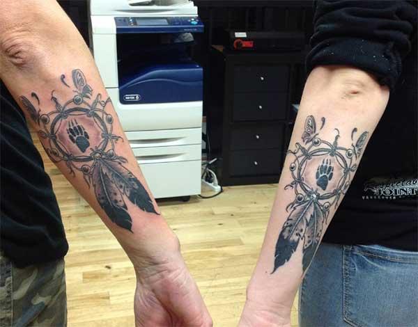 amis correspondant à des tatouages