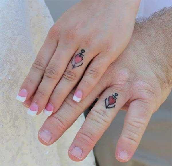Tatouages fille assortie