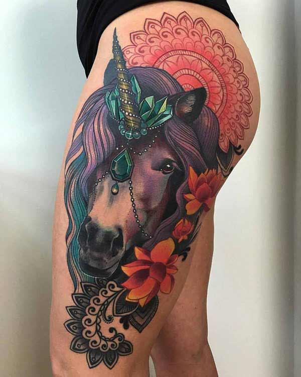 impresionante idea de tinta de muslo de caballo para las mujeres