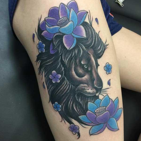 farebné kvety a tmavé leva stehno tetovanie