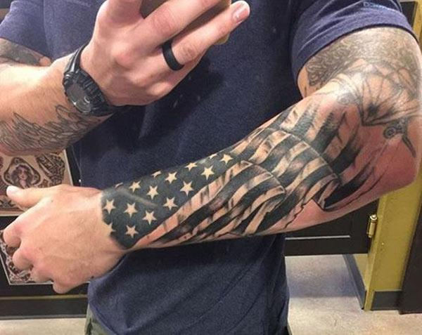 The American Flag Tattoo on the left hand make a man have a fancy look