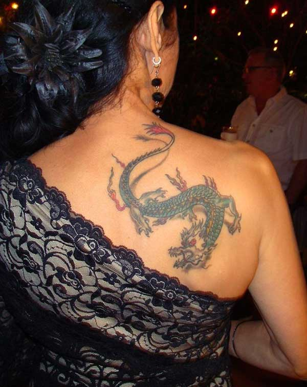 Idea do tatuaxe bonito do dragón para as mulleres