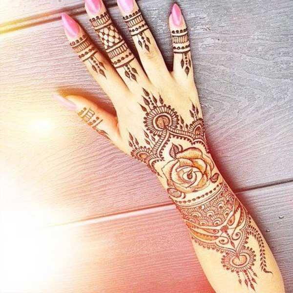 reka bentuk henna mehendi tatoo ringkas di tangan