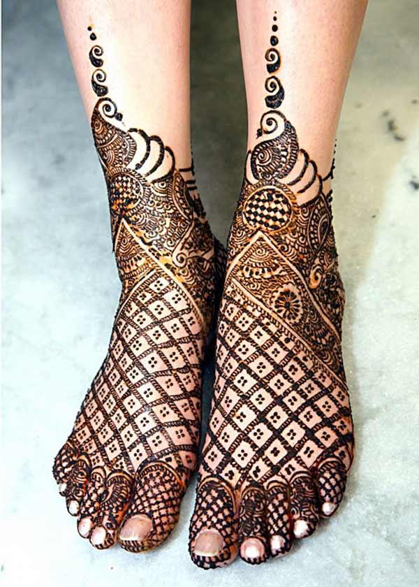 conception de mehendi tatoo de henné pour les jambes