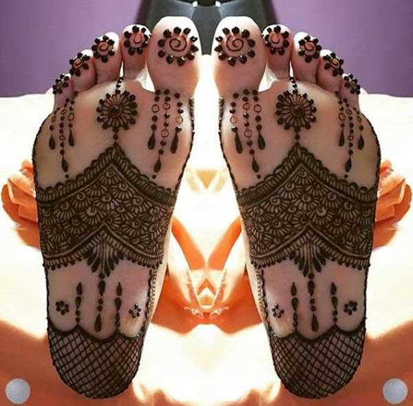 conception de tatouage de mehendi de henné pour les jambes