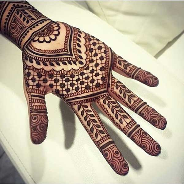 henna mehendi tatoo design on hand