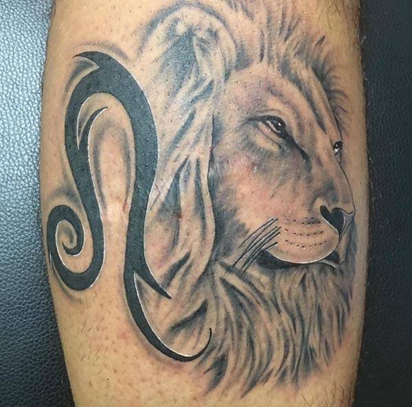 Leo Tattoo on the foot make a man look foxy and ornate