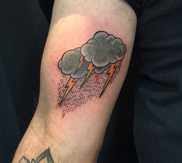 Tatuaje grisa duten gizonentzako Tatuaje Hodei esker, zoragarriak dira