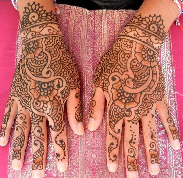 손 뒤로 Mehndi 문신 디자인 아이디어