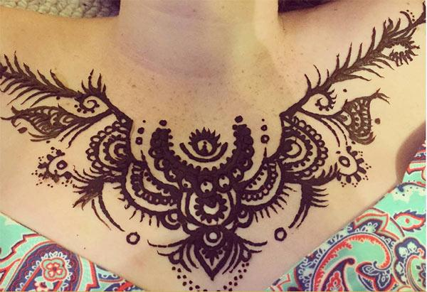 Chest Mehndi conceptions de tatouage idée