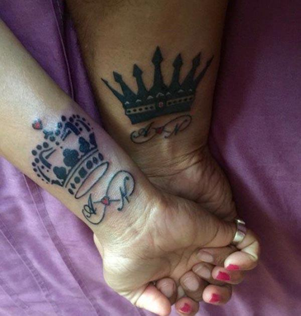 King and Queen Tattoos on the wrist make couples have dazzling appearance