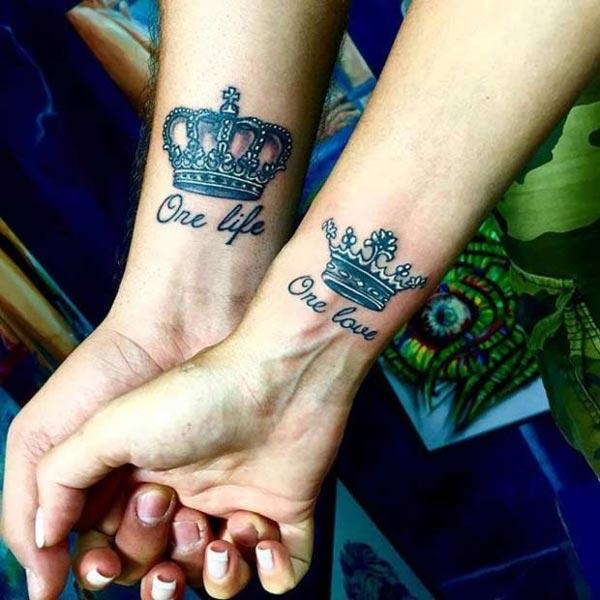 King and Queen Tattoos on the wrist with black ink mix make it more captivating