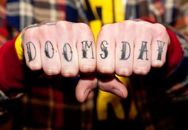 Knuckle Tattoo mei in swarte inkjet ûntwerp skriuwt de Charming look