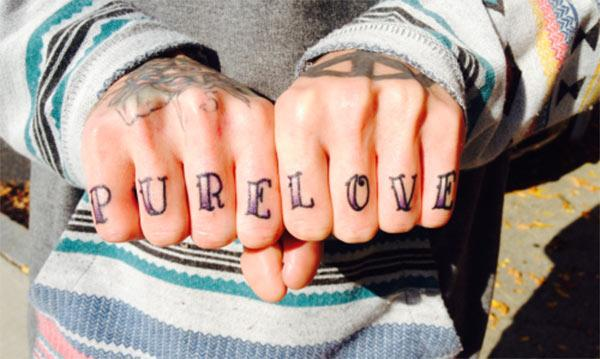 Knuckle Tattoo with a purple ink makes a man look stylish