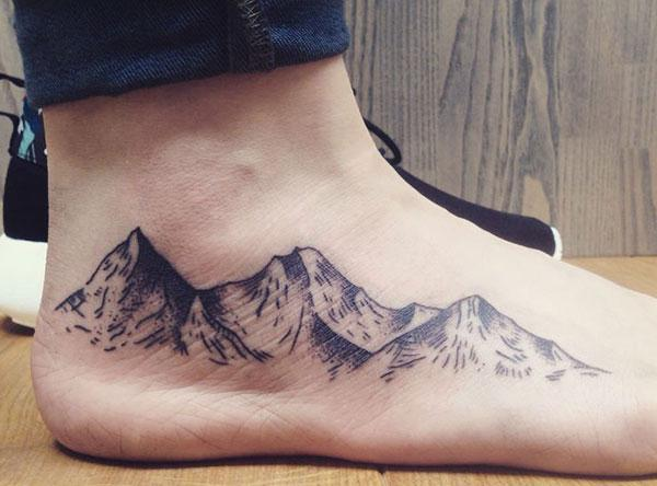 Makes a divine Mountain Tattoo on foot to flaunt it