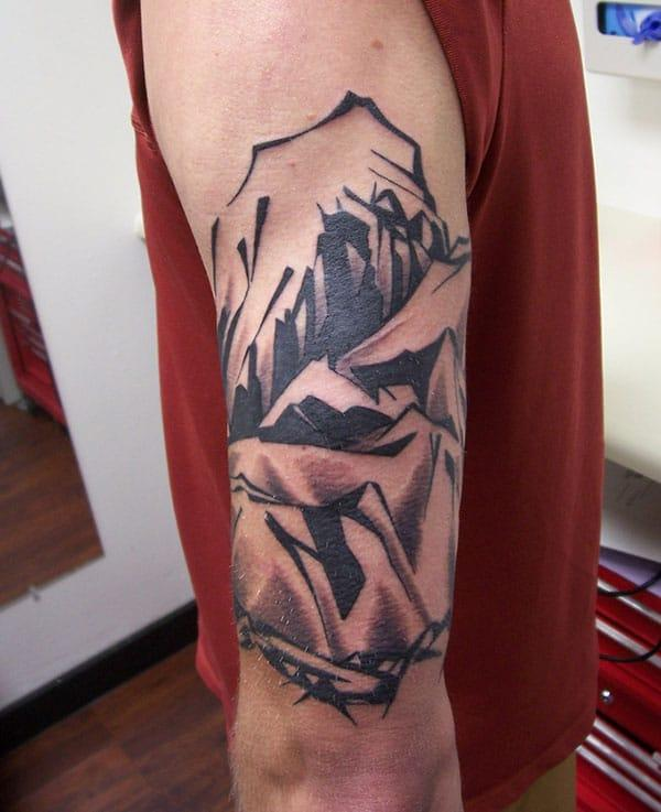 Mountain Tattoo on the shoulder makes a man look foxy and sharp