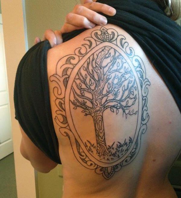 Hnědá inkoustový design stromu života tetování na zadním rameni dámy, aby vypadali atraktivně