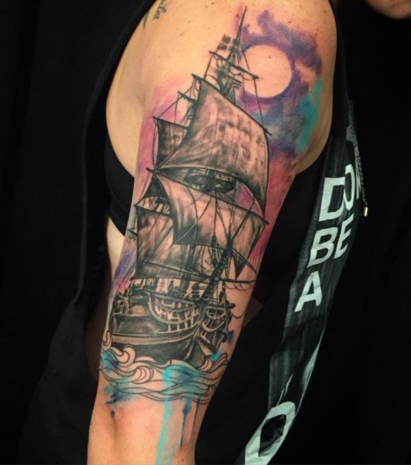 Watercolor tattoo on the upper arm brings the stylish look