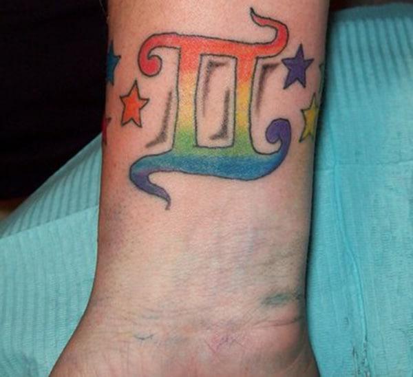 Leutik Gemini tattoo gagasan di sisi handap pikeun bikang