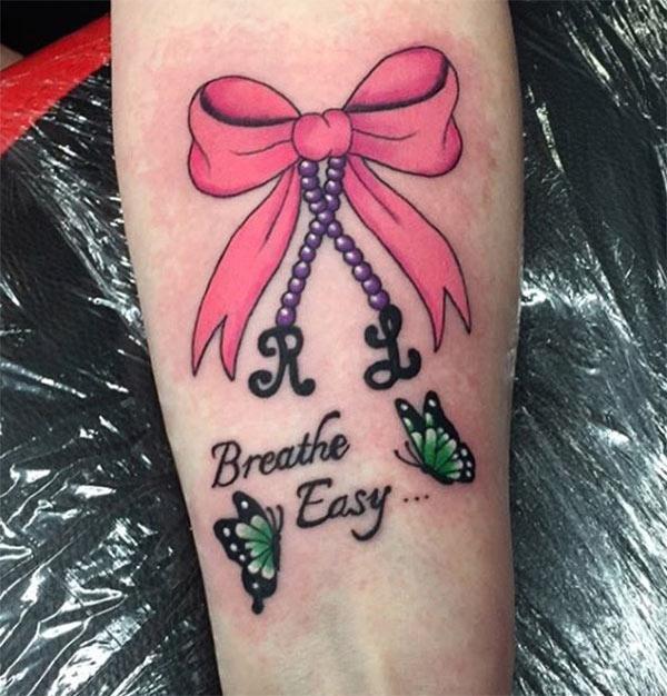 Tattoo tunduk di tangan membuat wanita mempunyai penampilan yang mempesonakan