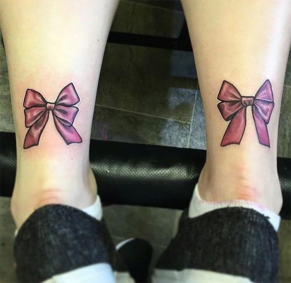 Tato tunduk di bahagian belakang kaki membuat gadis mempunyai pemandangan yang menakjubkan