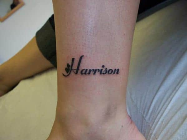 Name Tattoo on the leg brings the look stylish
