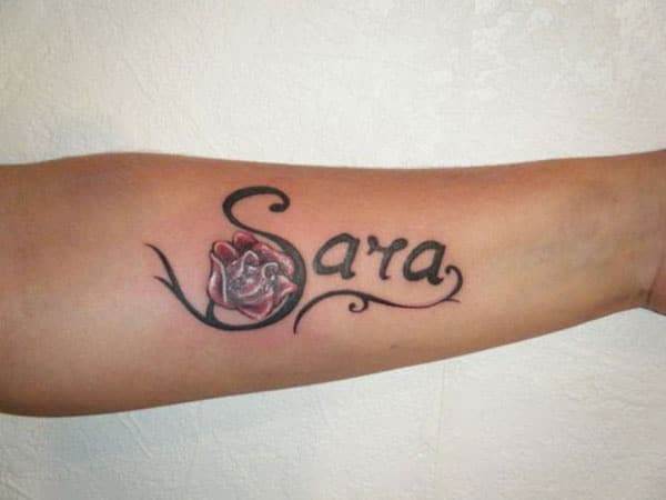 Tattoo-name on the arm of the low look captivating