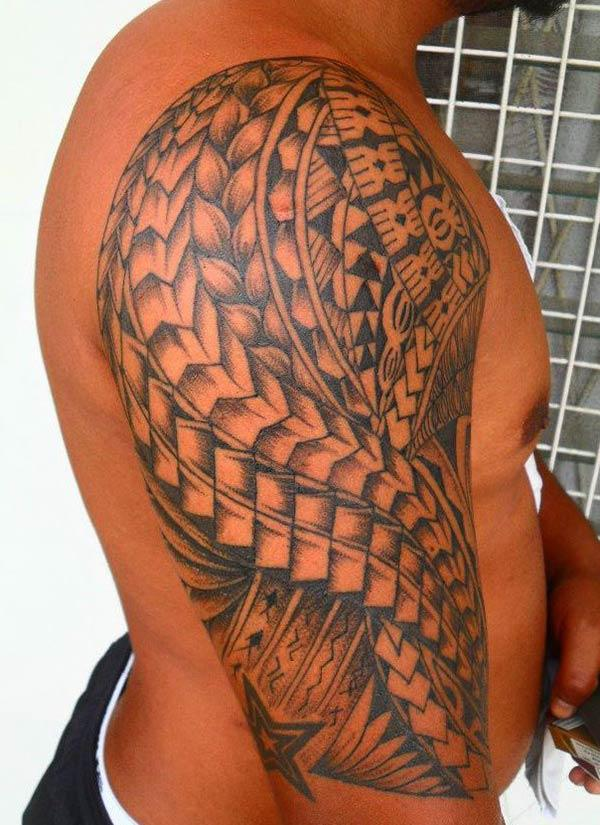 Samoan Tattoo on the shoulder brings the imposing look