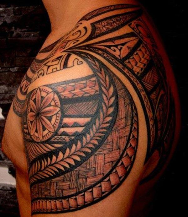 Samoan Tattoo on the shoulder brings the charming look
