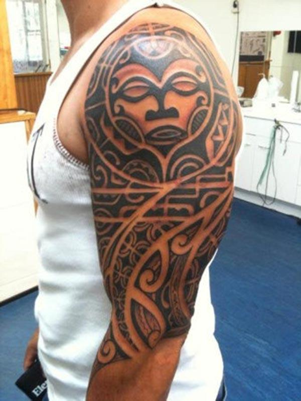 Samoan Tattoo on the upper arm makes a man look cool