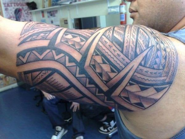 Samoan Tattoo on the arm brings the sharp and majestic look