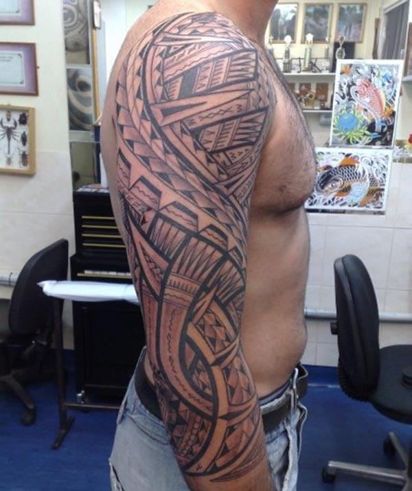 Samoan Tattoo on the shoulder makes a man look cool