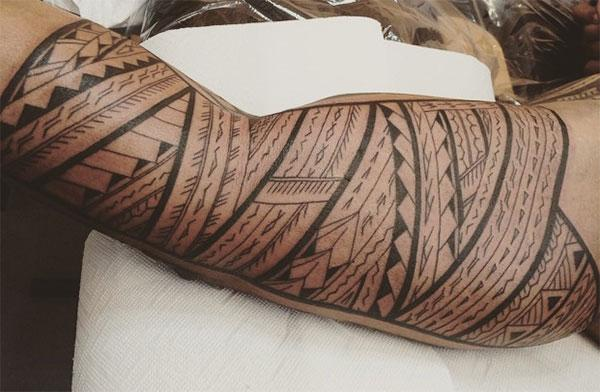 Samoan Tattoo on the arm brings the magnificent look