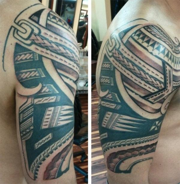 Samoan Tattoo on the upper arm brings the masculine nature of a man