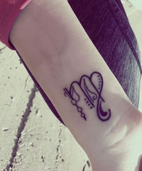 Virgo tetovanie na zápästí robí ženu pozrieť očarujúce