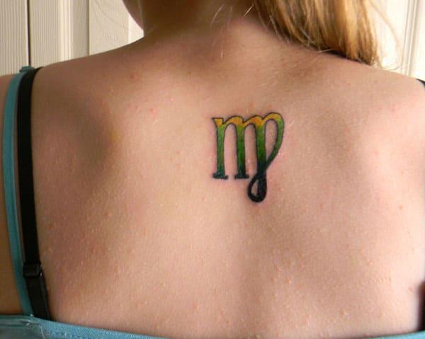 Virgo tetovanie vzadu prináša fascinujúci vzhľad