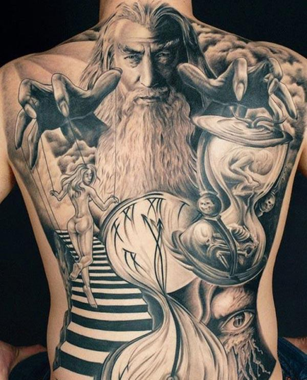 Amazing Tattoo on the back make a man look cool