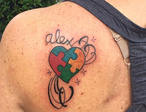 Autisme Tatovering på skulderen gør en pige fortræffelig