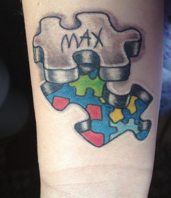Autisme Tatovering på håndleddet med en besked gør en mand til at se charmerende