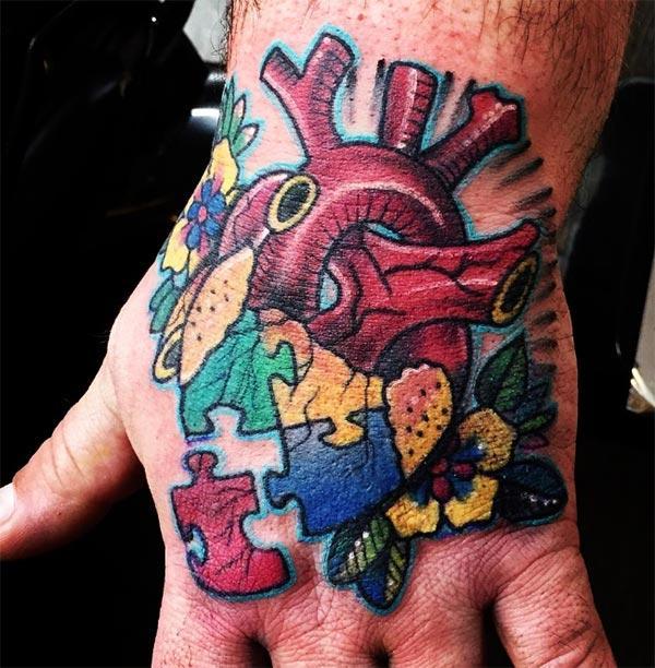 Autisme Tattoo på hånden, foxy look