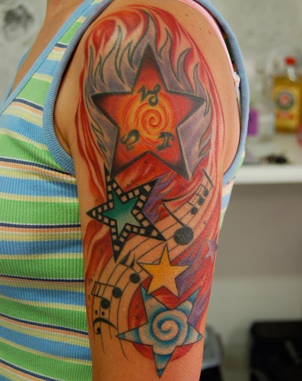 Impresionante tatuaje para mujeres con un óvulo y espermatozoides para que se vean atractivas