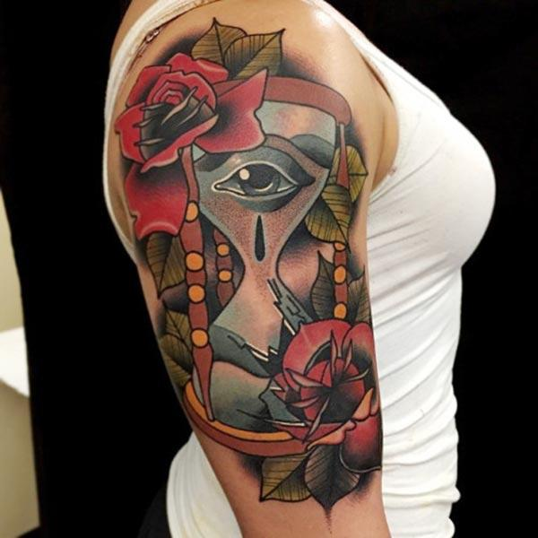 Hourglass tattoo on the shoulder makes a woman look attractive