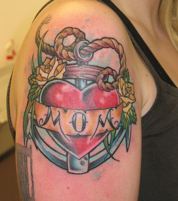 Mom tattoo for the shoulder gives the captive look in girls