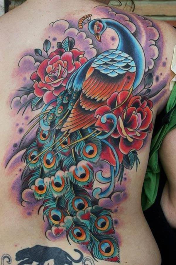 Peacock Tattoo ຢູ່ຫລັງເຮັດໃຫ້ແມ່ຍິງປາກົດຮູບແບບ