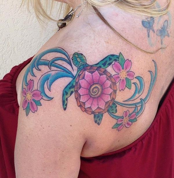 The blue pink ink mix flower, design Turtle tattoo on the back of the shoulder make girls attractive