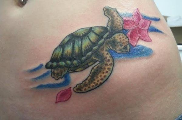 Turtle tattoo on the side belly in ladies brings out their gorgeous look