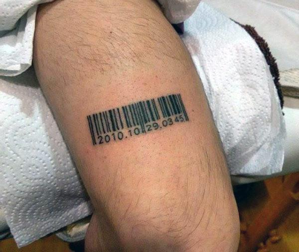 Barcode tattoo on the back upper arm brings the loyalty look