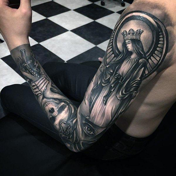 Arm tattoo on the upper arm with black design ink make a man look stylish