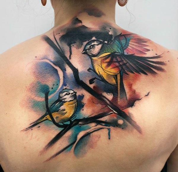 Zwazo tatoo ak konsepsyon lank nwa ak ble pote yon gade supèrb