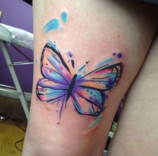 Butterfly tattoo on the upper arm makes a lady look exquisite